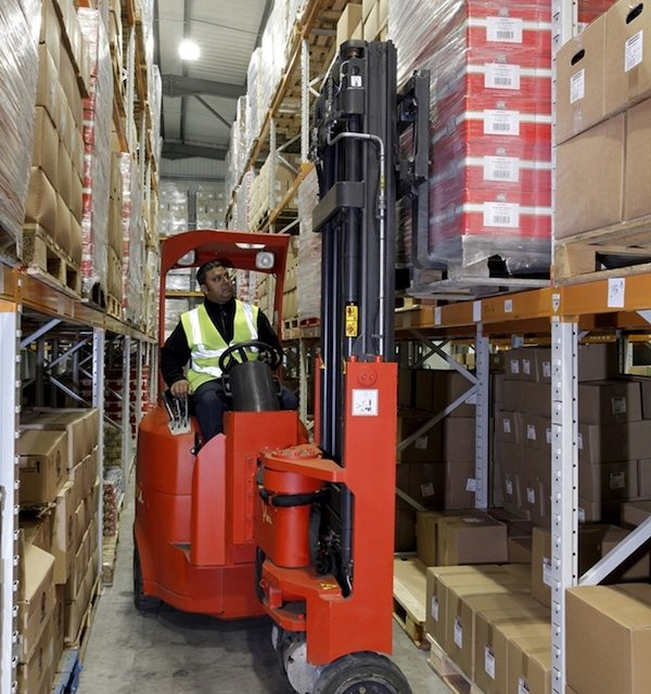 Space saving intralogistics solutions at Logimat